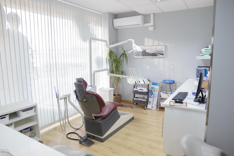Cl nica dental fos tu cl nica dental de confianza en sevilla - Decoracion clinica dental ...